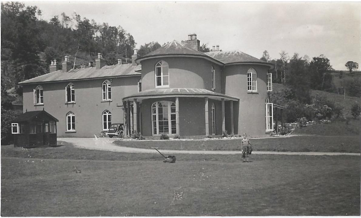 Dol-llys Hall (green)